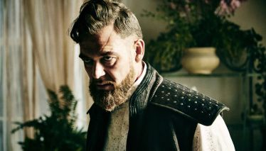 into-the-badlands-103-quinn-marton-csokas